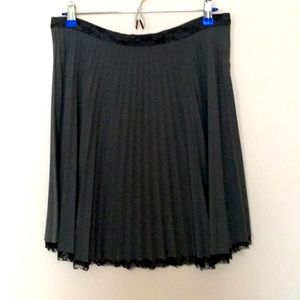 Lipstick pleated skirt